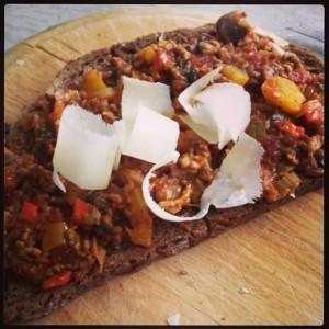 Bolognese saus op broodn